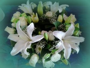 16-pure-love-white-wreath-roses-and-lillies